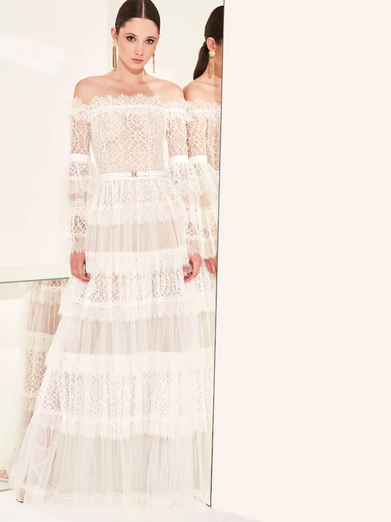 LACE DRESS AND TULLE WITH DISCOVERED SHOULDERS