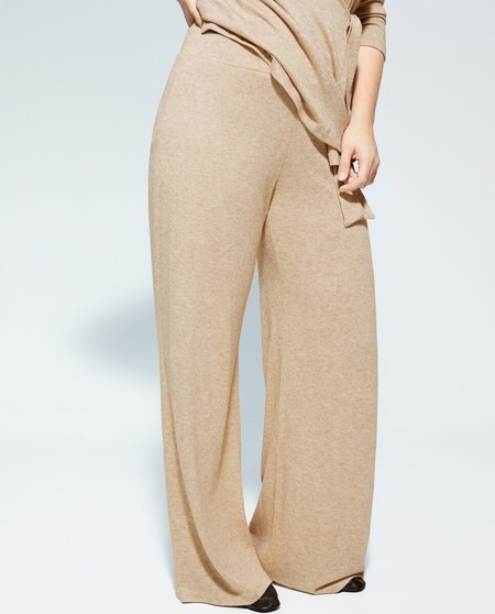 Straight cut women's pants with elastic waistband