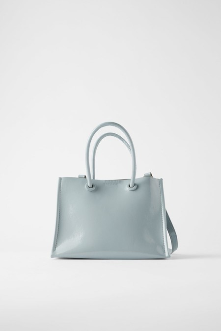 Mini shopper format bag available in several colors: blue, yellow, white and gray.