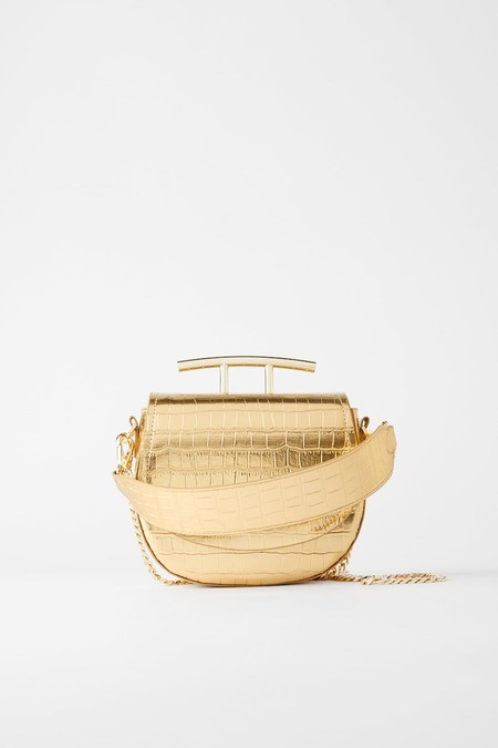 Gold-coloured shoulder strap. Oval shape. Animal print on the body with metallic finish.