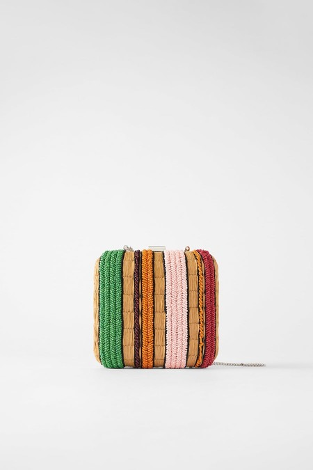 Box-shaped shoulder strap in a colour combination.
