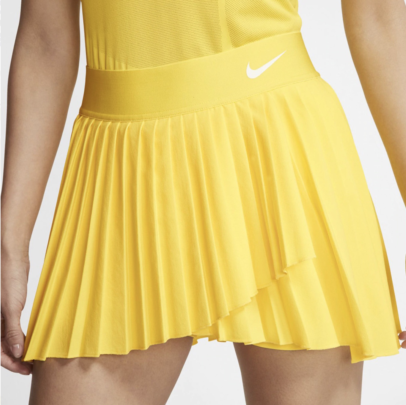 The NikeCourt Victory skirt raises a tennis staple with elastic fabric and pleats that move with you as you dominate the court. Stay-Dry design Dri-FIT technology helps you stay dry and comfortable.
