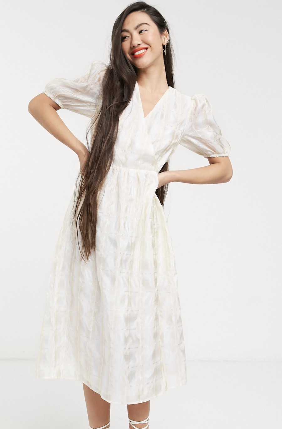 Checkered organza midi dress with crossed front and voluminous sleeves by Glamorous