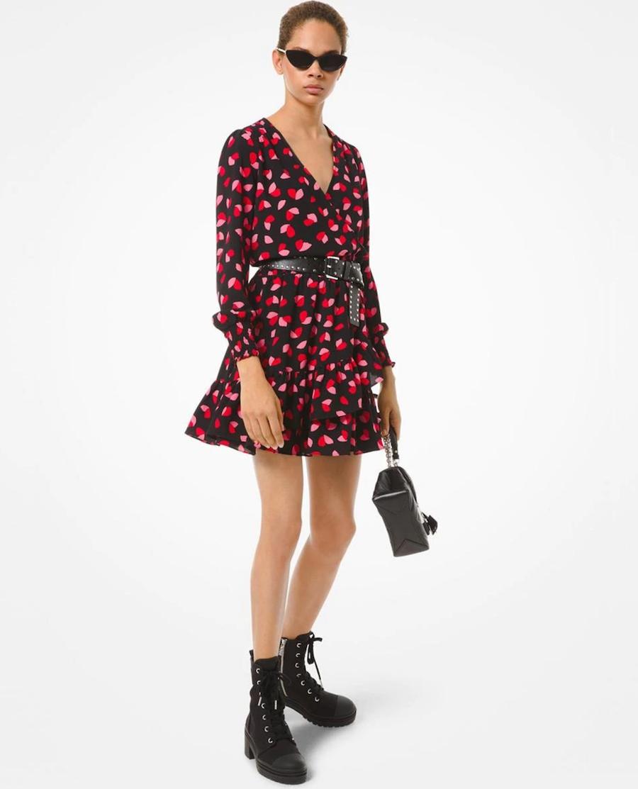 Short dress with long-sleeved flounces and petal print