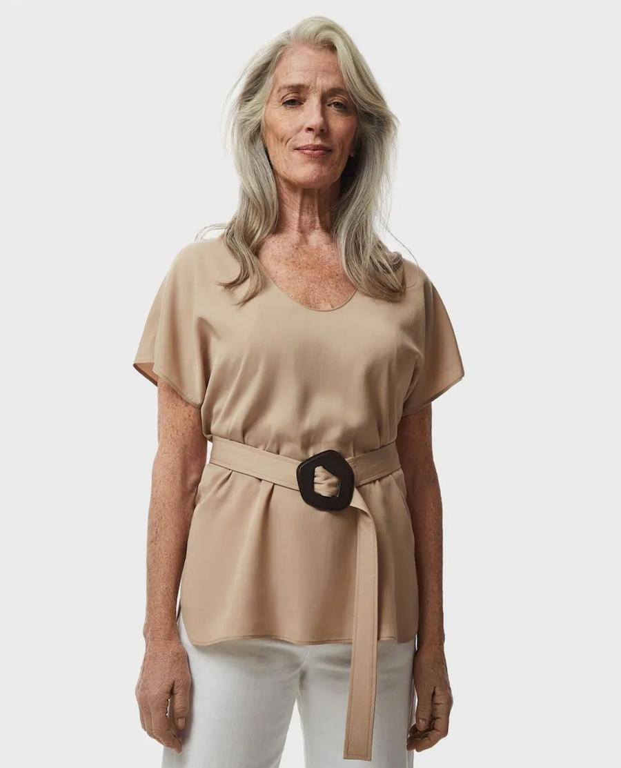Short-sleeved women's top with matching belt