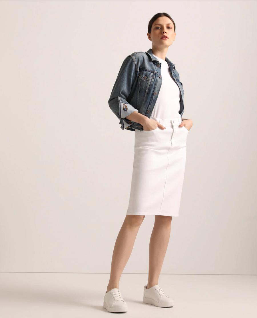 Smooth short skirt