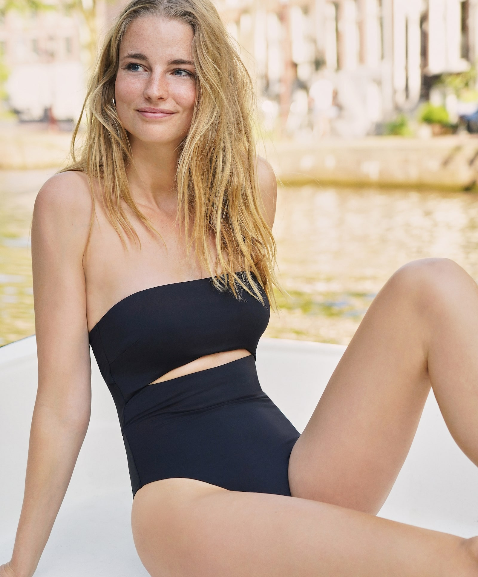 Bandeau swimwear with cut-out and removable straps