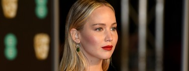 Good for Jennifer Lawrence, who breaks so much black dress in the BAFTAs with a little white detail