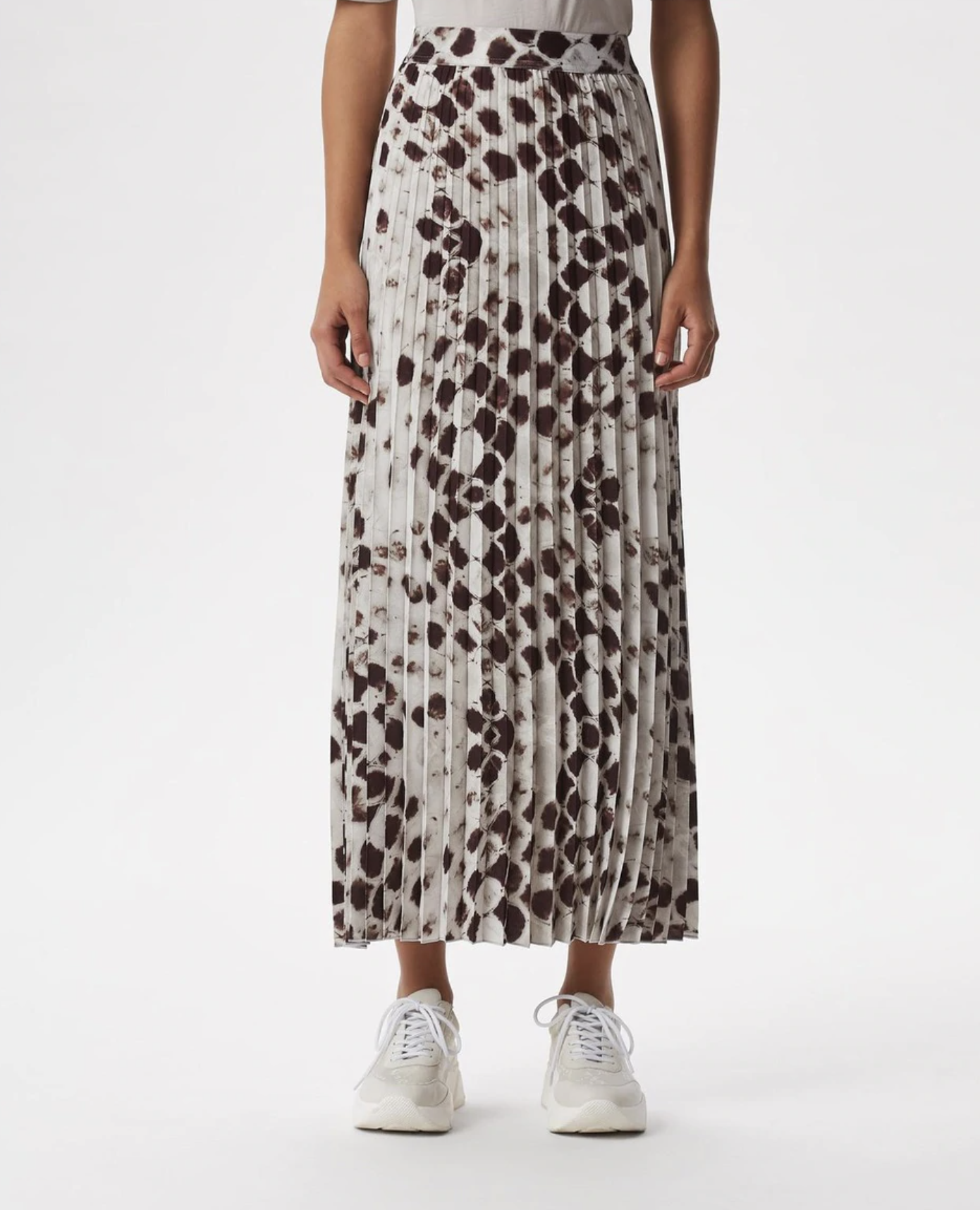 Long pleated skirt with animal print
