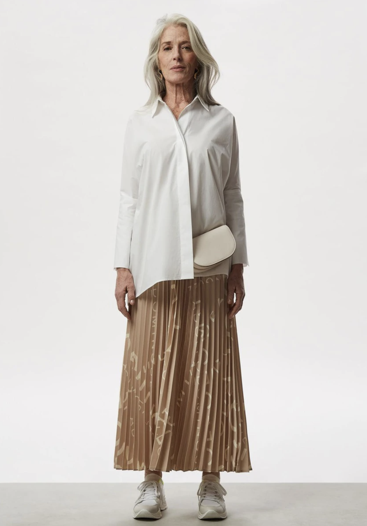 Long pleated skirt with logo print