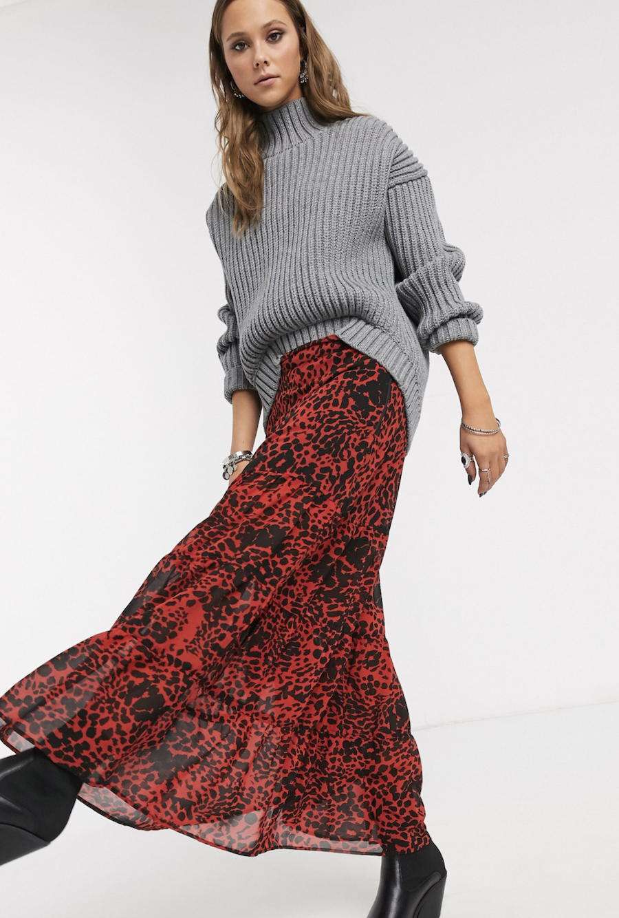 Long skirt with ruffles on the low energy Religion