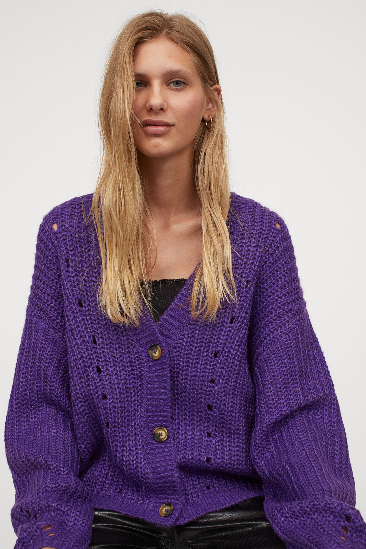 Knitted cardigan with hawksbill buttons
