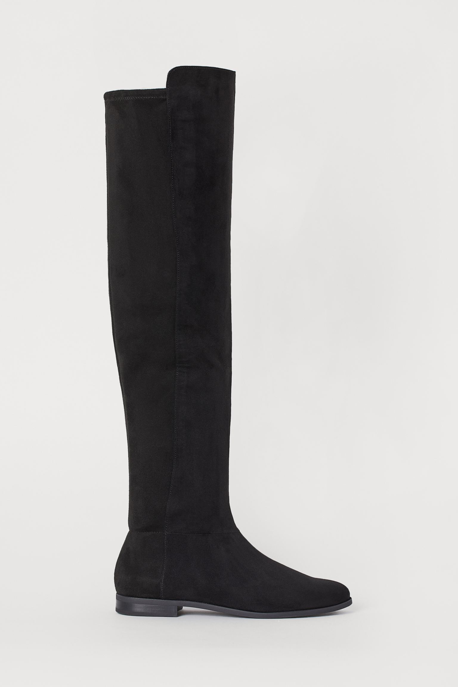 Soft synthetic suede boots up to the knee with a zipper on the side and elastic at the back. Satin lining and synthetic leather insole. Heel 2 cm.