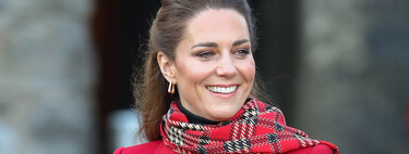 Kate Middleton wears a sophisticated Christmas look with this beautiful red coat