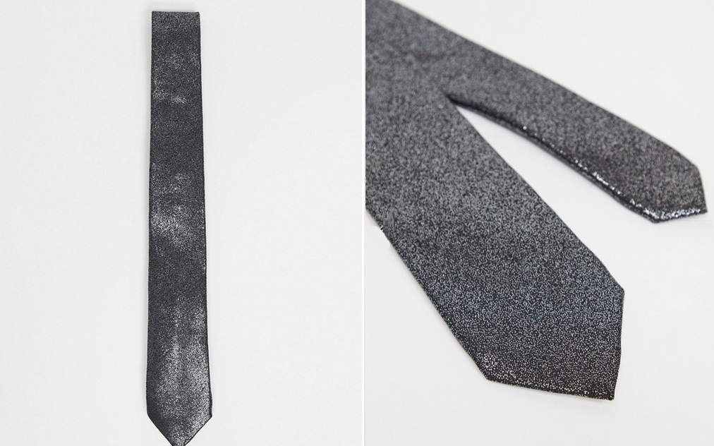 Metallic tie with silver effect