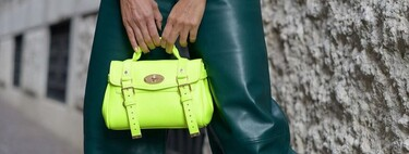 The neon accessories promise to add a touch to our spring styles and the street shows it to us