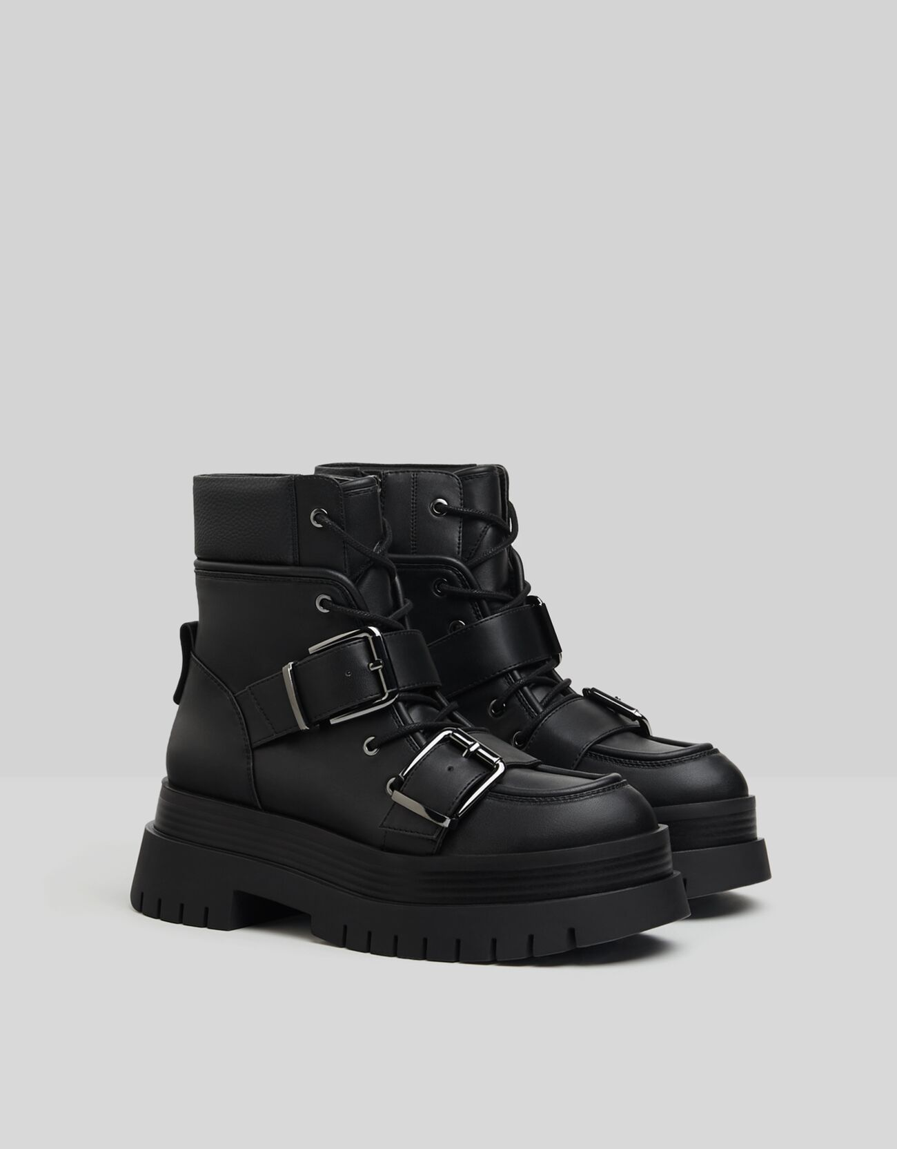 Platform and buckles ankle boots.