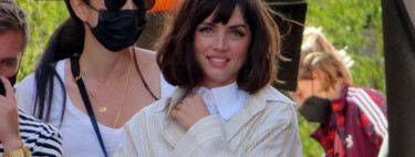 One shirt on top of another: the combination that Ana de Armas does out of necessity could become a trend.