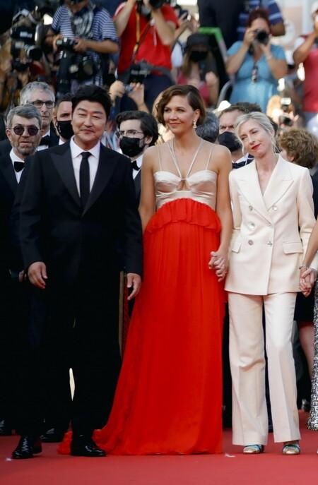 Maggie Gyllenhaal red carpet cannes 2021