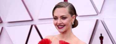 Amanda Seyfried makes an impact at the 2021 Oscars in this spectacular red gown.