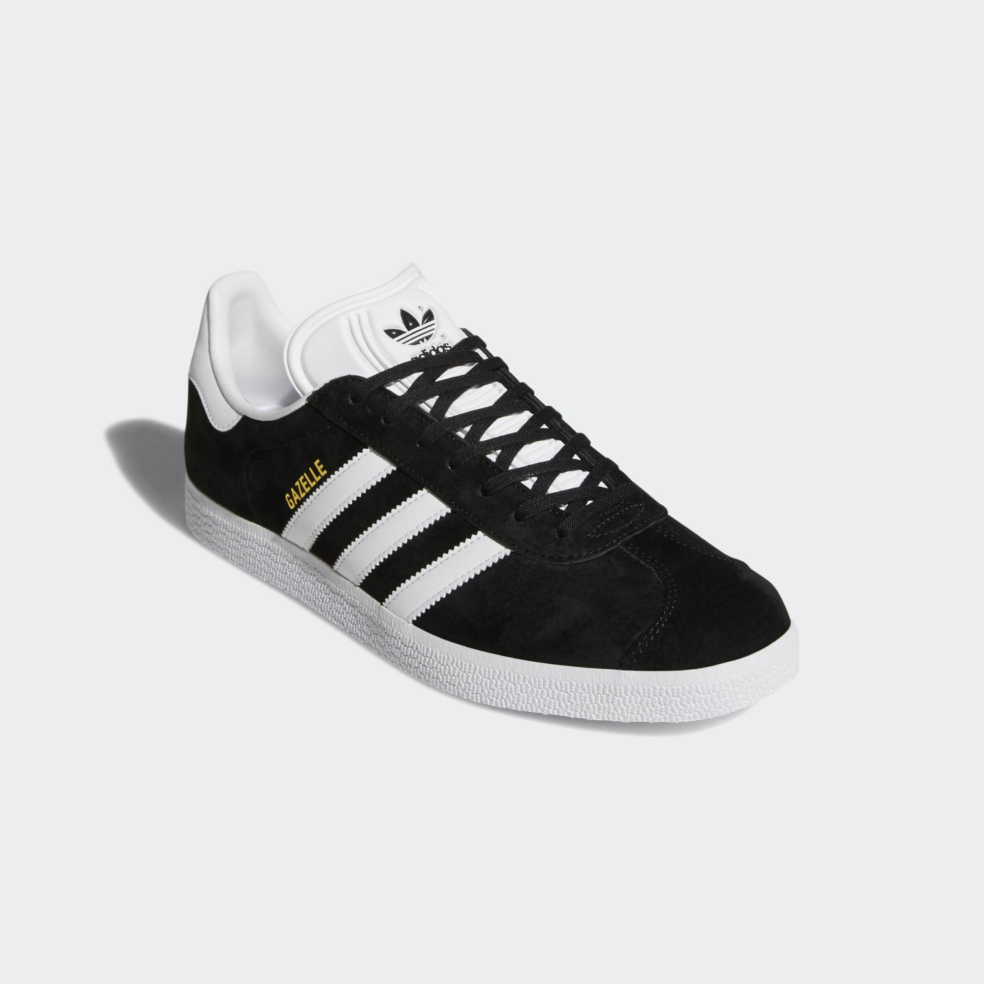 This sneaker is made with the same materials, colours and slightly wider proportions as the 1991 version.