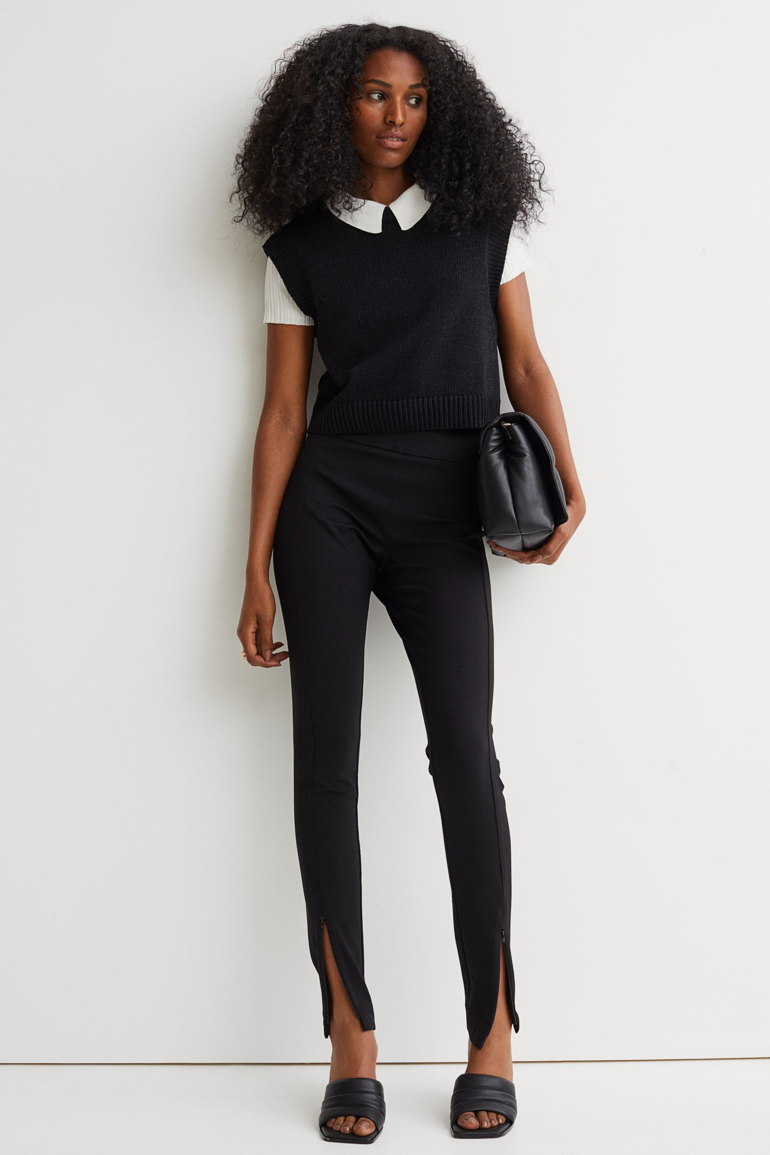 Leggings with zipper and slit at the bottom
